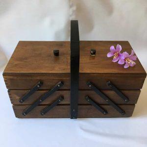 Panier à coudre en bois