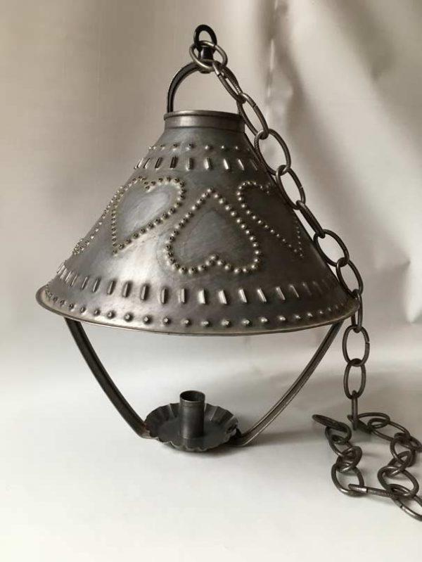 Chandelier suspendu métal perforé