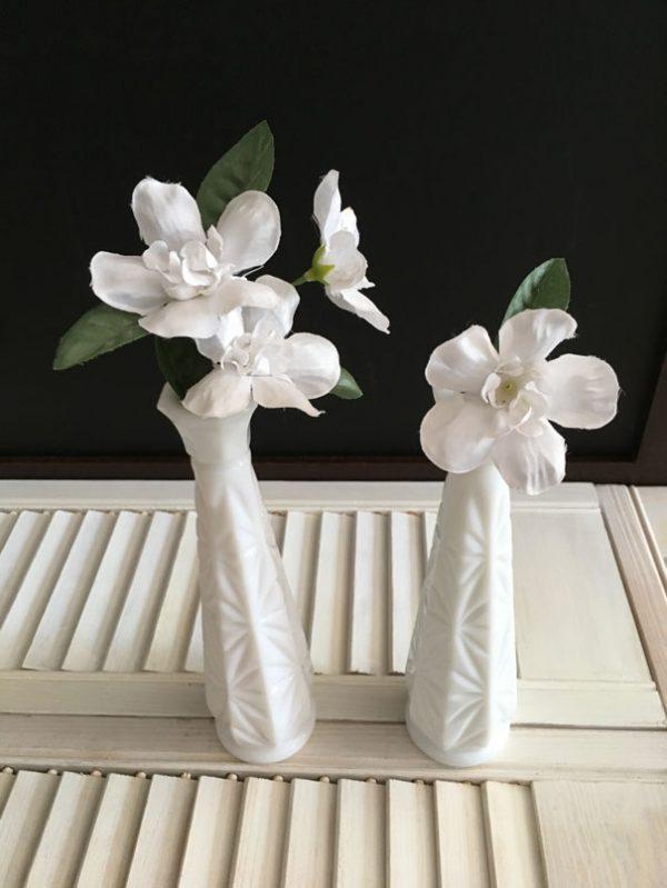 Vases soliflores milk glass motif starburst